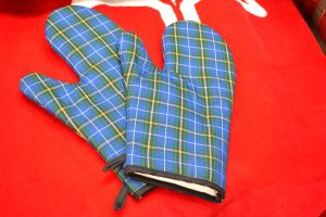 The Made In Nova Scotia Store: Oven Mitts - Cape Breton Pattern
